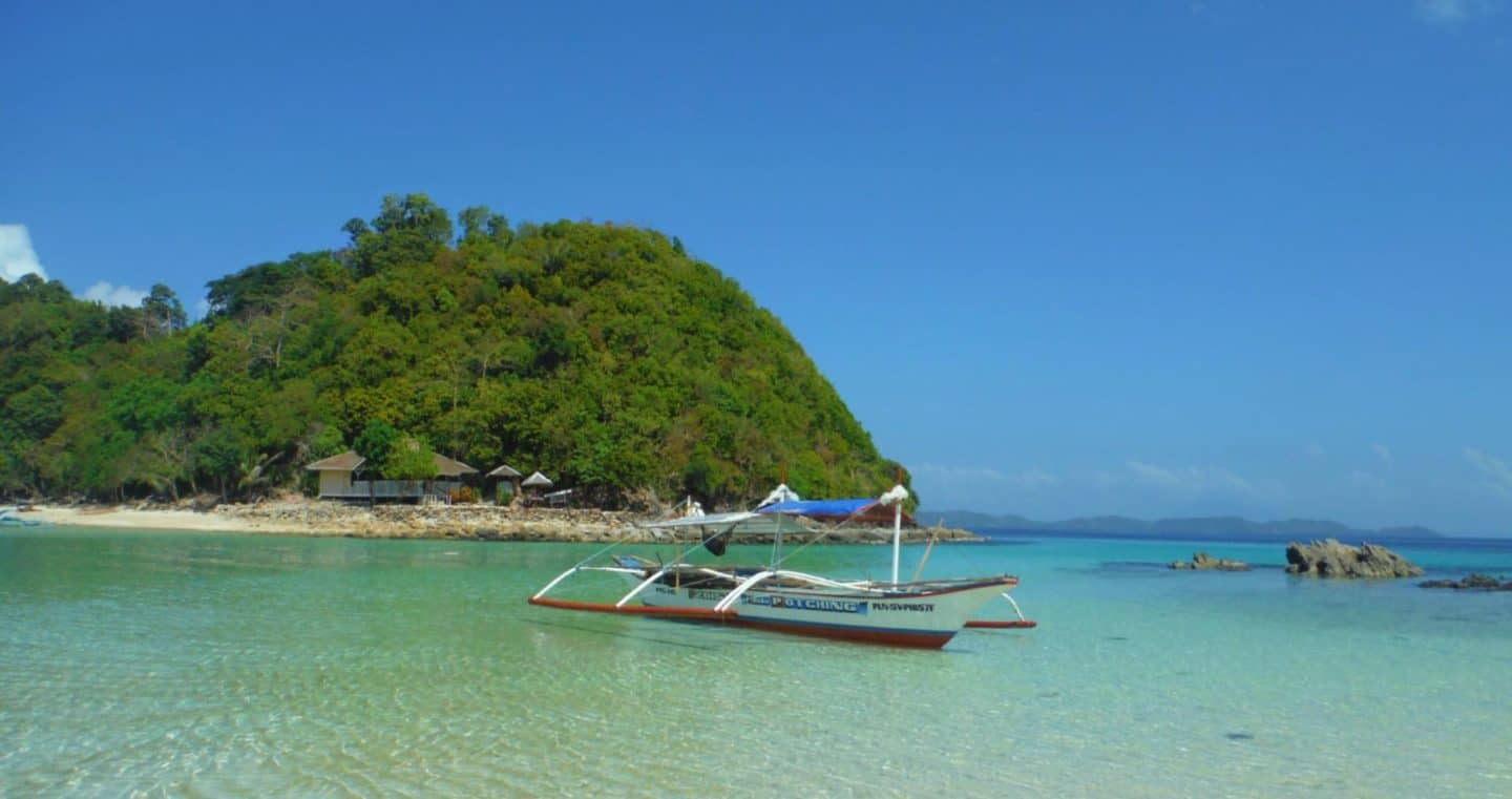 Doing an Island Hoping Boat Tour in Port Barton, Philippines!