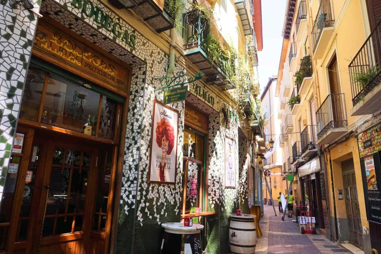 guide to Zaragoza spain bars el tubo