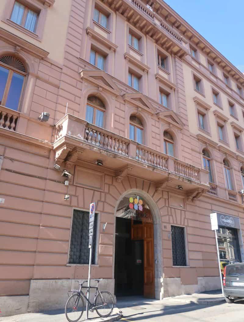 The RomeHello Hostel outside