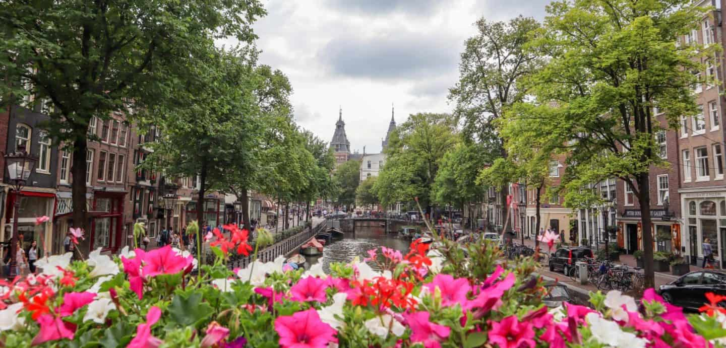 Walking Guide from Amsterdam Centraal Station to the Rijksmuseum.