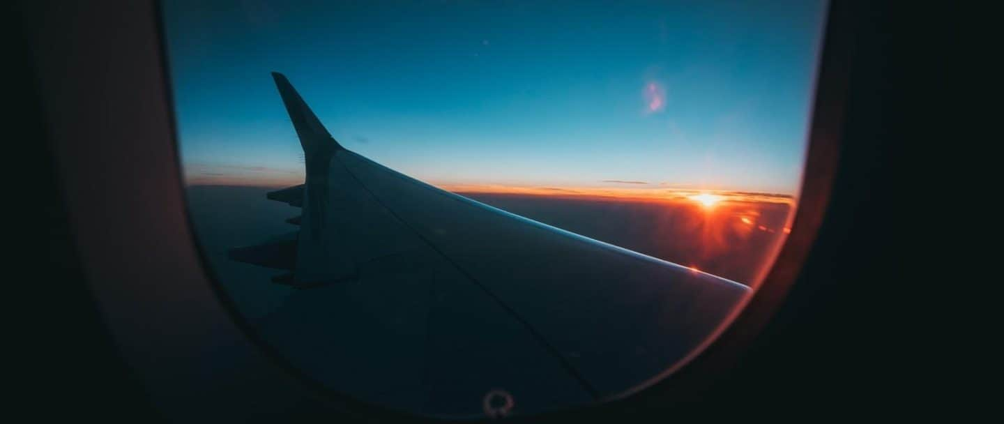 5 Easy Things We Can Do on a Long Flight to Feel Fresh Afterwards!