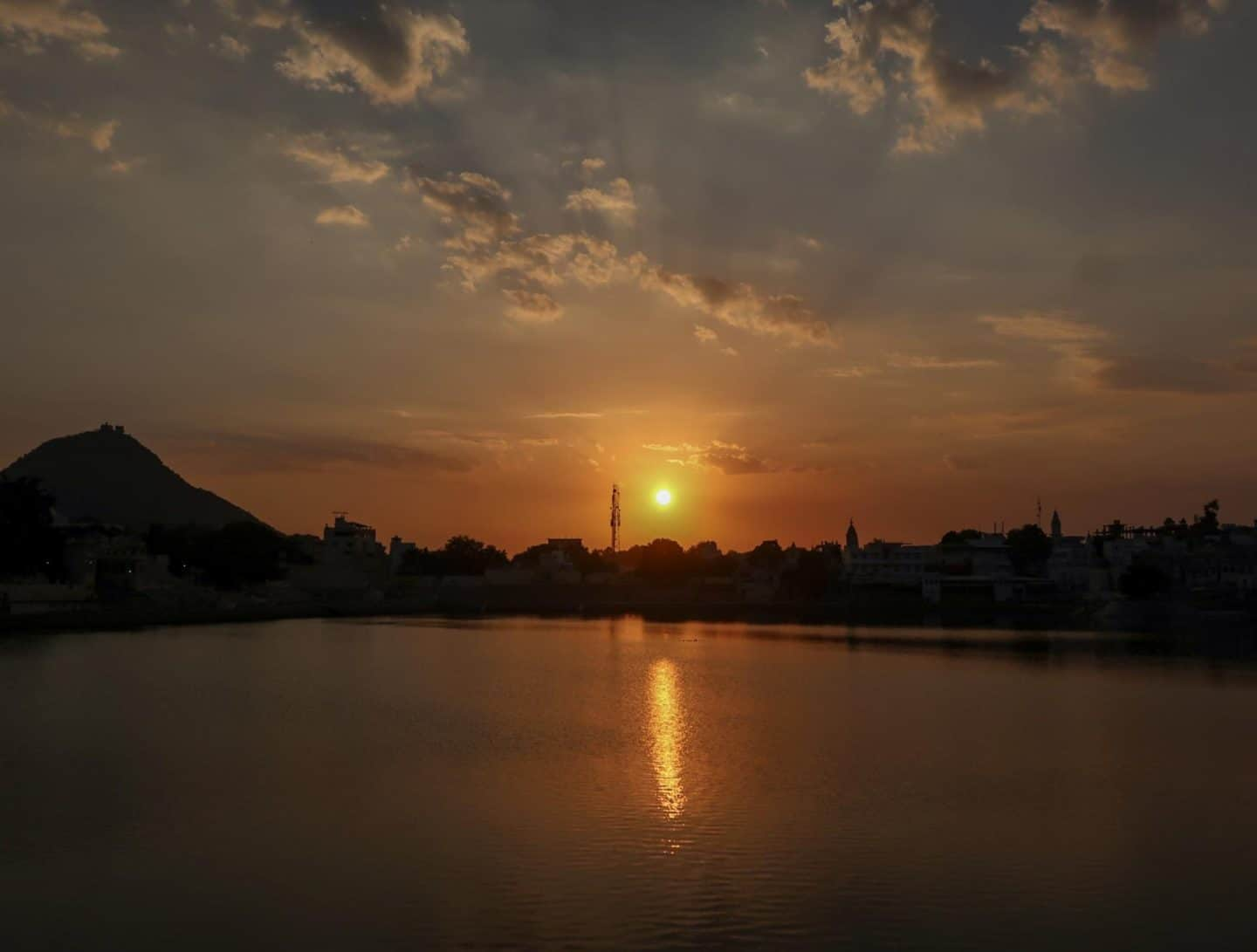 things to do in Pushkar sunset by lake