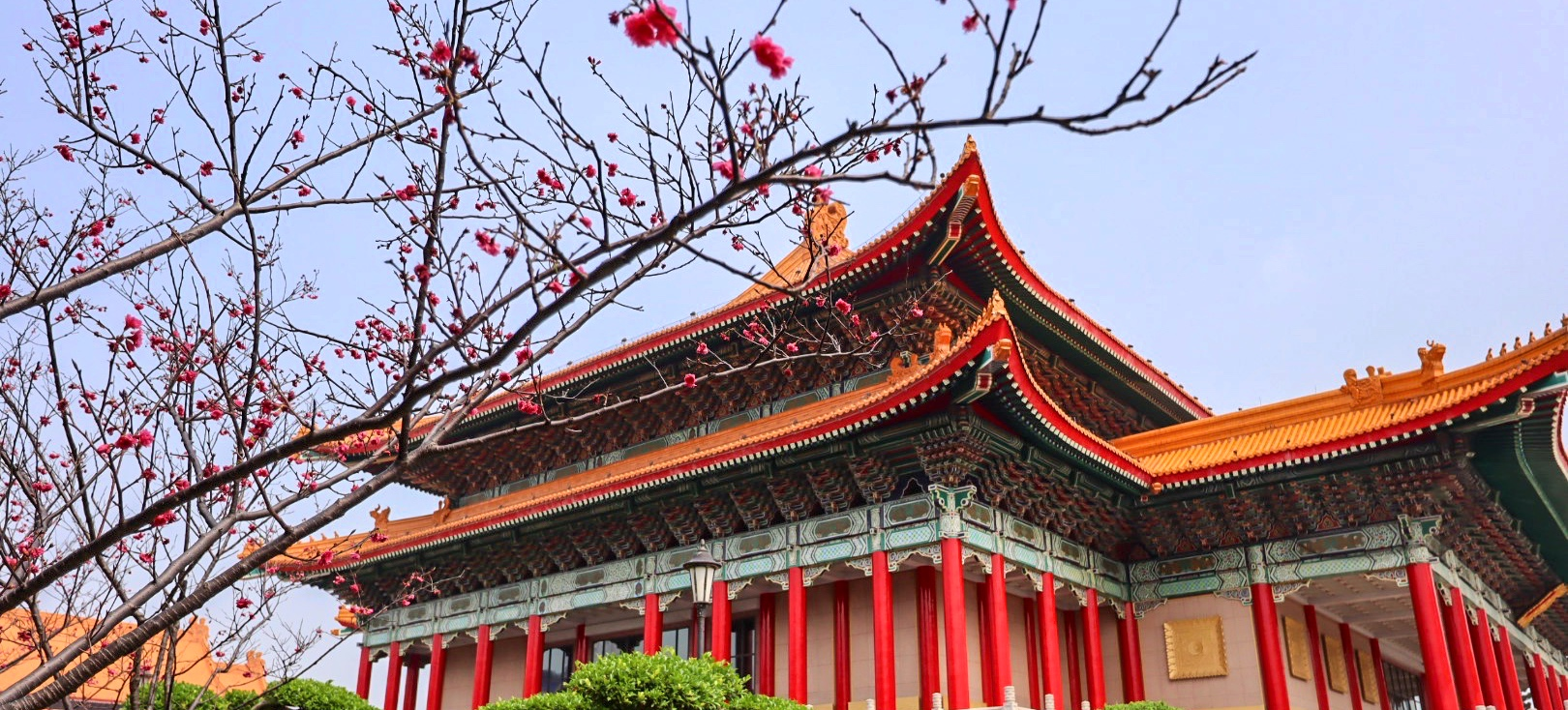 temple and flowers in Taipei | places to visit in Taiwan